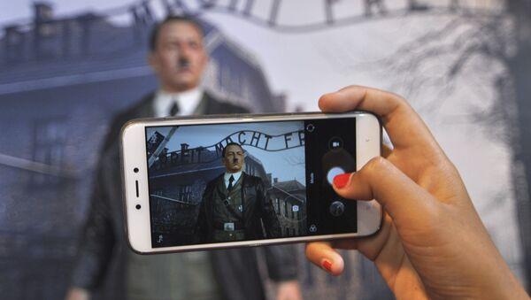 Selfi s Hitlerom u Indoneziji - Sputnik Srbija