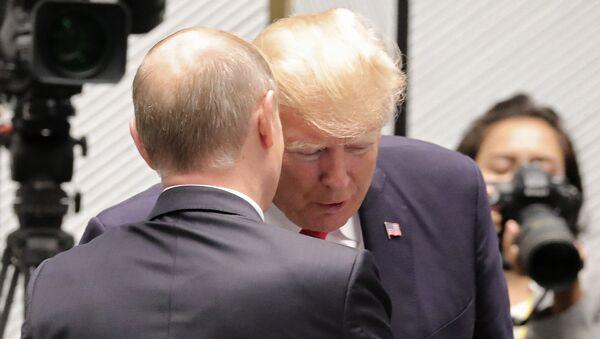 Владимир Путин и Доналд Трамп на АПЕК - Sputnik Србија