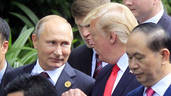 Путин и Трамп на самиту АПЕК-а - Sputnik Србија