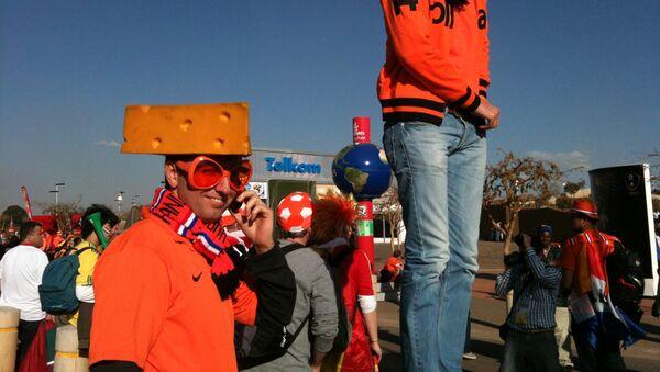 Holanđanin sa navijačkim šalom - arhivska fotografija - Sputnik Srbija