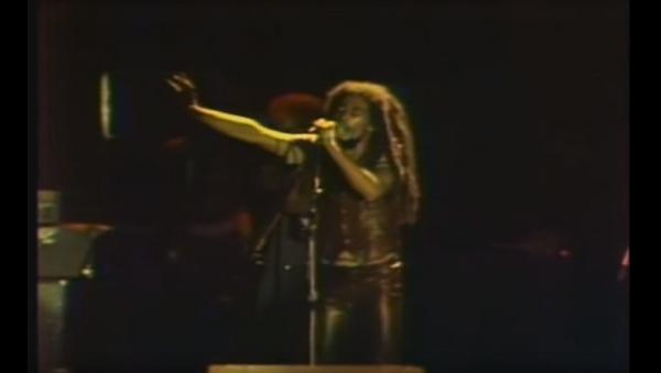 """Боб Марли изводи песму """"Зимбабве"""" у Харареу 17. априла 1980. године на прослави Дана независности - Sputnik Србија"""
