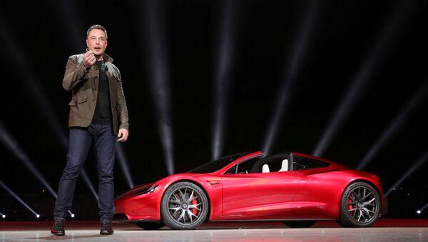 Директор компаније Тесла Илон Маск представља аутомобил Roadster 2 у Калифорнији - Sputnik Србија