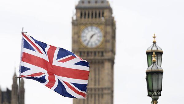 Britanska zastava ispred Vestminsterske palate u Londonu - Sputnik Srbija