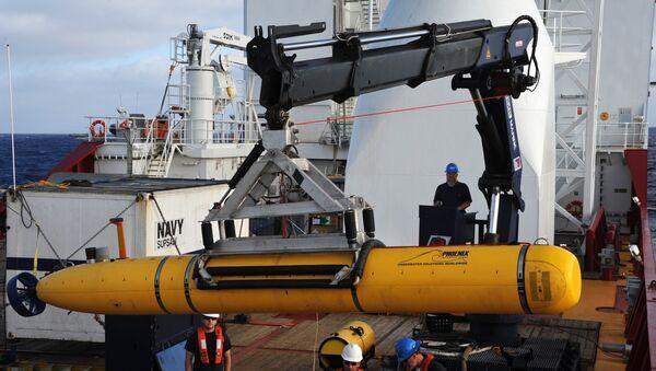 Оператери на броду Ocean Shield спремају дрон Bluefin-21 америчке морнарице - Sputnik Србија