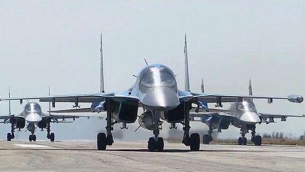 Avioni Su-34 poleću sa aerodroma Hmejmim u Siriji - Sputnik Srbija