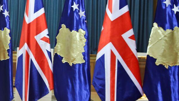 Zastave Velike Britanije i tzv. države Kosovo - Sputnik Srbija