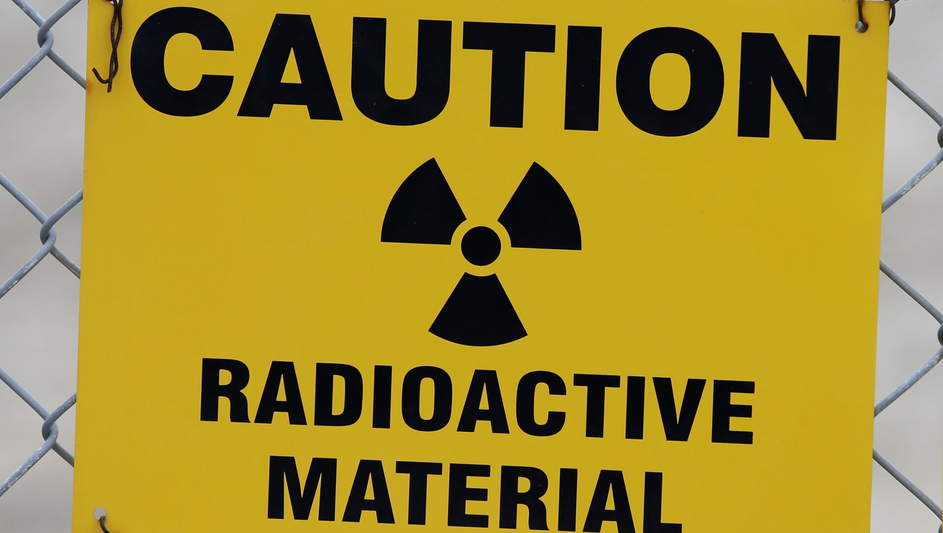 Знак упозорења о радиоактивном материјалу - Sputnik Србија, 1920, 14.04.2021
