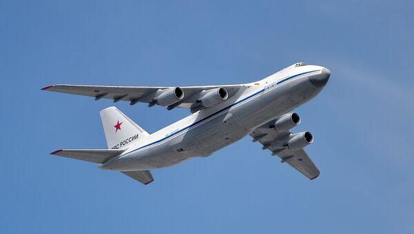 Тешки транспортни авион Ан-124-100 Руслан на војној паради у Москви - Sputnik Србија