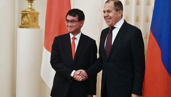 Министри спољних послова Јапана и Русије, Таро Коно и Сергеј Лавров на састанку у Москви - Sputnik Србија