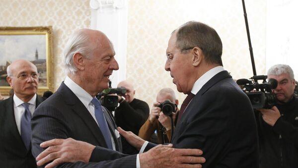 Specijalni izaslanik UN za Siriju Stafan de Mistura i ministar spoljnih poslova Rusije Sergej Lavrov na sastanku u Moskvi - Sputnik Srbija