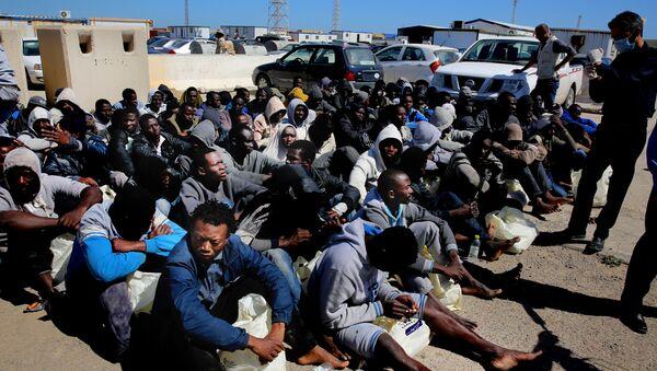 Илегални мигранти снимљени у Триполију после спасавања - Sputnik Србија