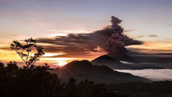 Erupcija vulkana na Baliju - Sputnik Srbija