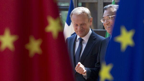 Predsednik Evropskog saveta Donald Tusk i kineski premijer Li Kećijang - Sputnik Srbija