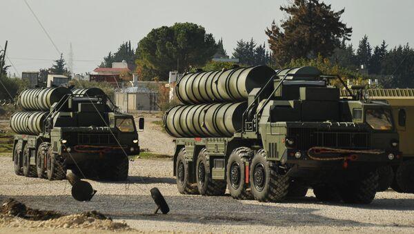 Лансирни противракетни систем С-400 у војној бази Хмејмим у Сирији - Sputnik Србија
