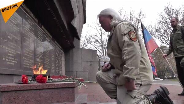Американaц Расел Тексас Бентли већ три године ратује на страни Доњецке Народе Републике. - Sputnik Србија