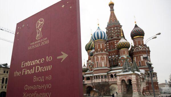 Знак за улазак на Жреб за Светско првенство у фудбалу постављен на Црвеном тргу у Москви - Sputnik Србија