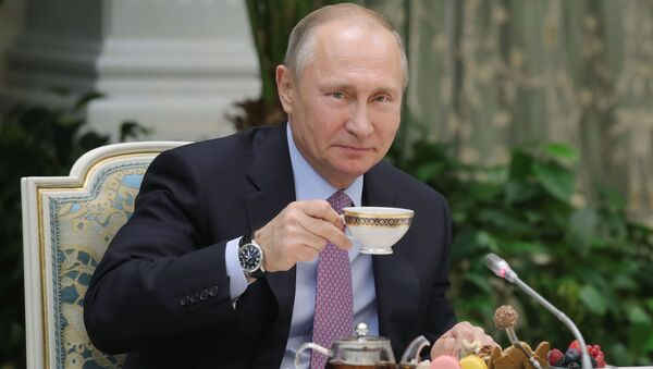 Prezident RF Vladimir Putin na vstreče s pobeditelяmi vserossiйskogo konkursa Semья goda - Sputnik Srbija
