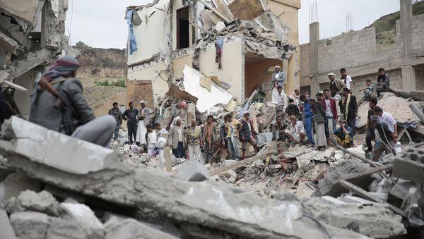 Ruševine u Sani, u Jemenu, nakon saudijskih vazdušnih napada - Sputnik Srbija