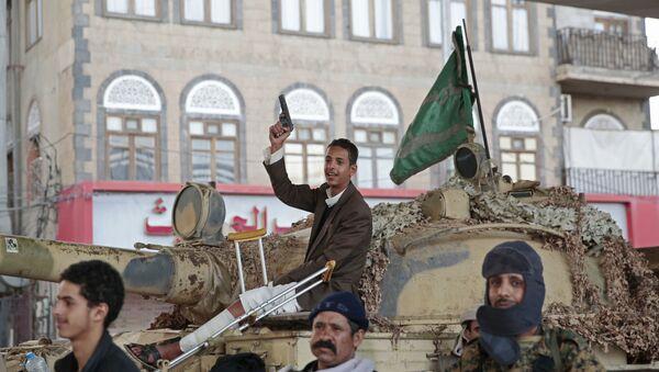 Borci huti obezbeđuju rezidenciju bivšeg jemenskog predsednika Alija Abdulaha Saleha u Sani - Sputnik Srbija