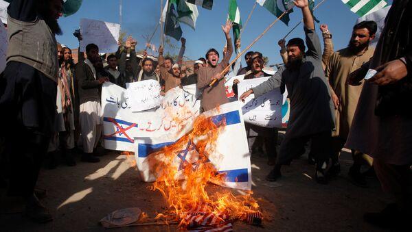 Pripadnici islamističke organizacije u Pakistanu protestuju protiv odluke američkog predsednika Donalda Trampa o priznavanju Jerusalima za prestonicu Izraela - Sputnik Srbija