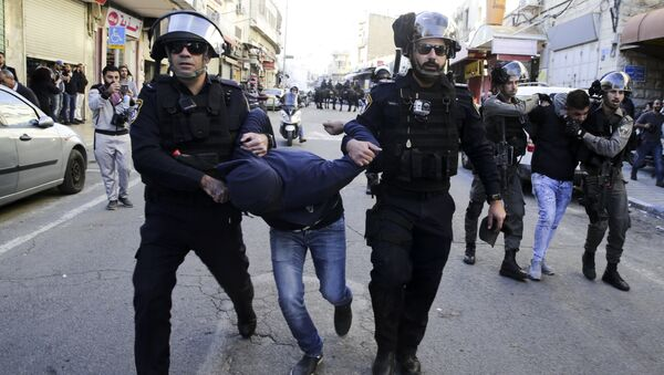 Израелска полиција у Јерусалиму хапси Палестинце на протестима против одлуке америчког председника Доналда Трампа да призна Јерусалим за главни град Израела - Sputnik Србија