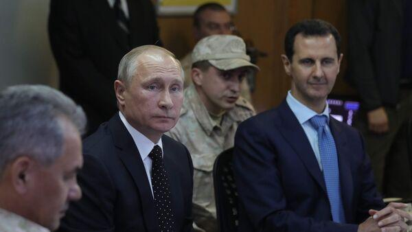 Председници Русије и Сирије, Владимир Путин и Башар Асад на састанку у војној бази Хмејмим у Сирији - Sputnik Србија