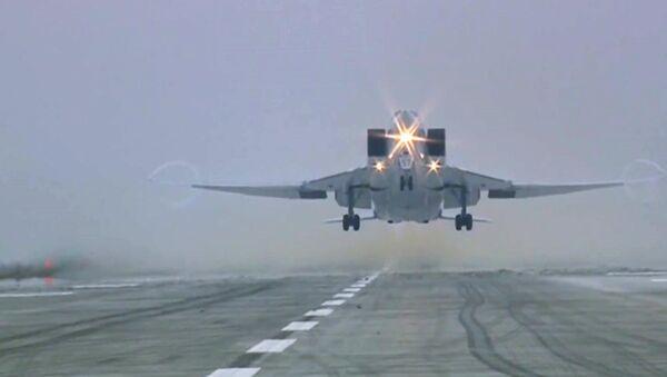 Bombarder Tu-22M3 sleće na aerodrom - Sputnik Srbija