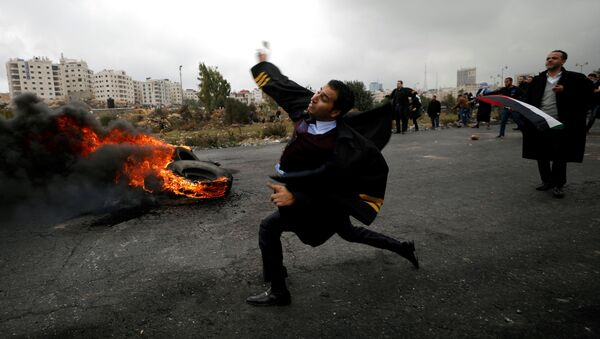 Sukob izraelske vojske i Palestinaca u naselju Bejt El u blizini Zapadne Obale. - Sputnik Srbija