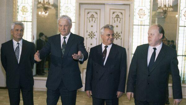 Борис Јељцин, Леонид Кравчук, Станислав Шушкевич - Sputnik Србија