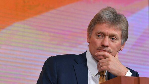Портпарол Кремља Дмитриј Песков на годишњој конференцији Владимира Путина - Sputnik Србија