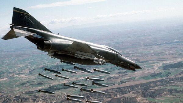 Ф-4Е Фантом II, двомоторни амерички суперсонични ловац-бомбардер са два седишта. - Sputnik Србија