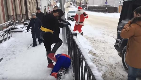 Tuča Betmena, Spajdermena i Deda Mraza - Sputnik Srbija