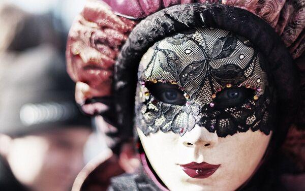 Једна од заводљивих венецијанских маски - Sputnik Србија