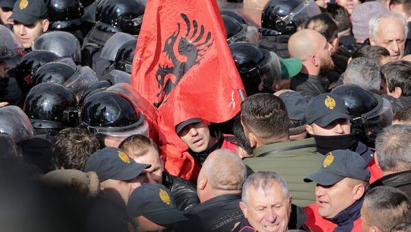 Pristalice opozicije u sukobu sa policijom u Tirani 18.12.2017 - Sputnik Srbija