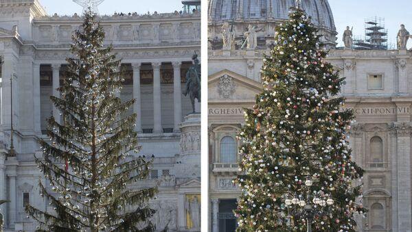 Новогодишње јелке на Тргу Венеција у Риму и у Ватикану. Јелка на Тргу Венеција остала је без својих иглица, док јелка у Ватикану изгледа здраво - Sputnik Србија