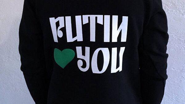"""Majica iz novogodišnje kolekcije američkog diznajera """"Putin te voli"""" - Sputnik Srbija"""