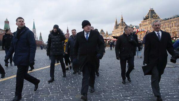 Борис Џонсон на Црвеном тргу у Москви - Sputnik Србија