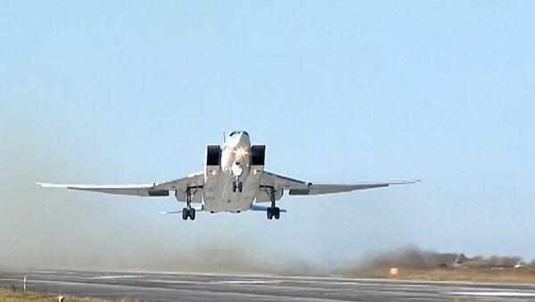 Бомбардер далеког домета ТУ22М3 који ће бити наоружан новим крстарећим ракетама Х-50 - Sputnik Србија