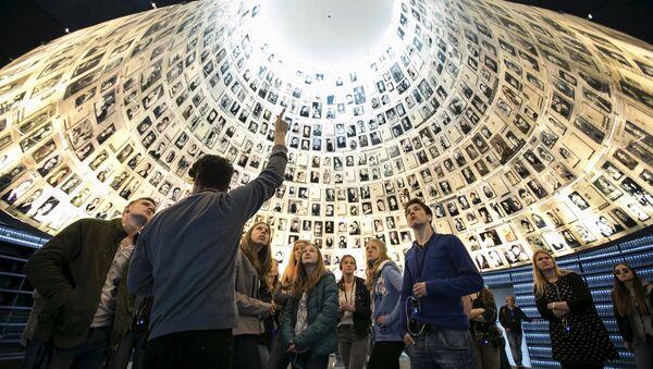 Srpski muzej posvećen žrtvama Holokausta ne bi bio monumentalan kao što je onaj u Izarelu, prikazan na ovoj slici. Prema Žambokijevim rečima, dovoljna je skromna zgrada u kojoj bi bila smeštena postavka. Ono što je važno jeste da se buduće generacije obrazuju o tome šta je značio Holokaust. - Sputnik Srbija