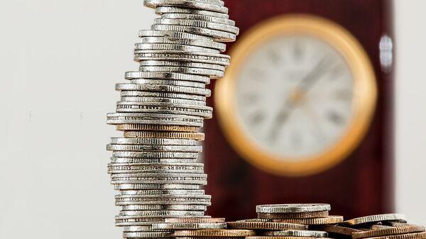 Novac i sat koji otkucava - Sputnik Srbija