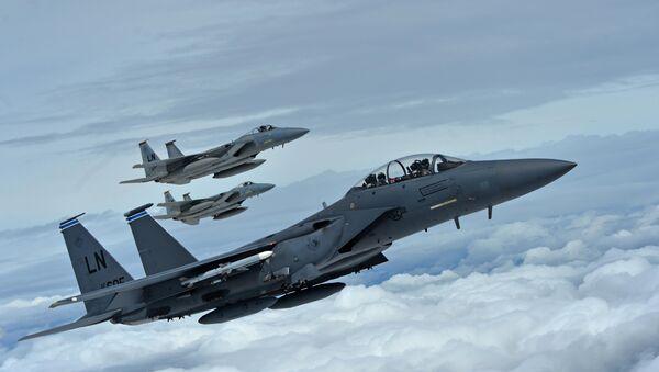 Формација америчких војних авиона Ф-15 на аеро-митингу у Ферфорду - Sputnik Србија