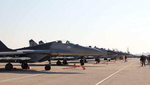 Avioni MiG-29 na aerodromu u Batajnici. - Sputnik Srbija