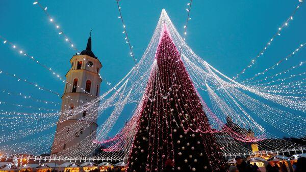 Стиже Нова година! Јелке на трговима широм света - Sputnik Србија