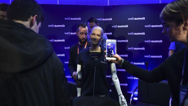 Хуманоидни робот Софија на конференцији за медије у Лисабону - Sputnik Србија