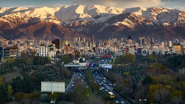 Техеран, Иран, хоризонт који показује планину Алборз у даљини - Sputnik Србија