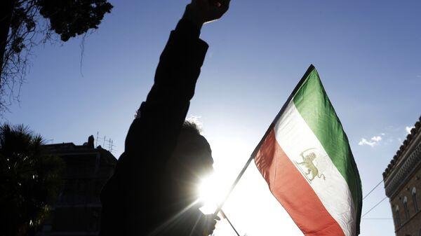 Иранска застава на окупљању у Риму у знак подршке протестима у Ирану - Sputnik Србија