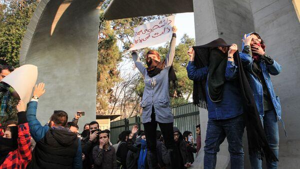Ирански студенти током протеста у Техерану - Sputnik Србија