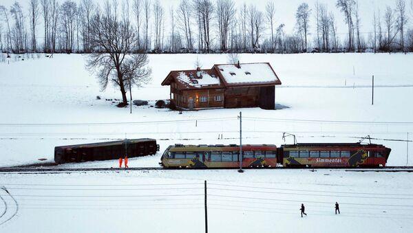 У Швајцарској ветар избацио локомотиву из шина - Sputnik Србија