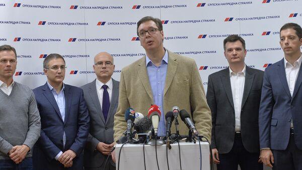 Aleksandar Vučić i čelnici SNS-a - Sputnik Srbija