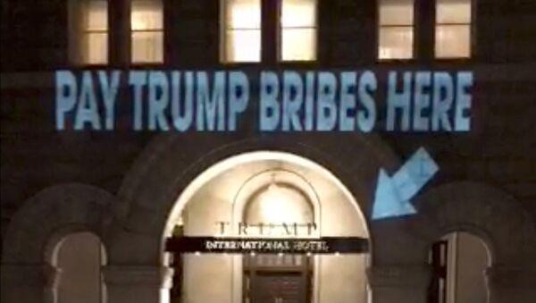 Пројекција на фасади Трамповог хотела у Вашингтону - Sputnik Србија